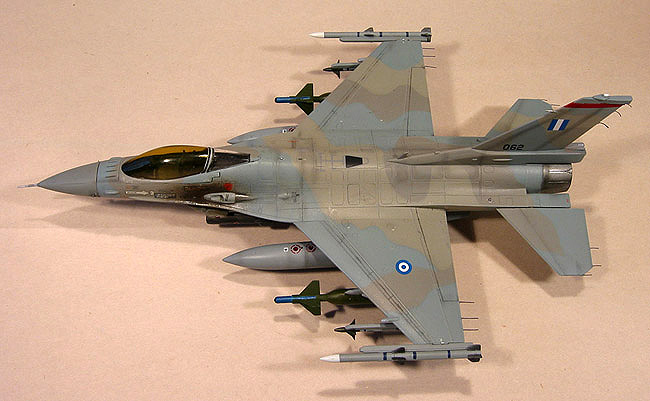 The distinctive camouflage scheme of the Greek AF is replicated to perfection on Mike O'Hare's 1/72 Revell F-16.